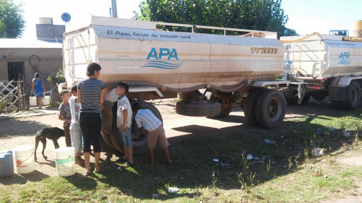 Makallé entre las localidades a la que asiste la Provincia con camiones cisterna, ante la falta de agua potable