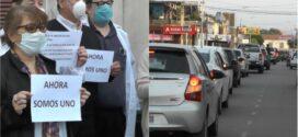 """Médicos realizaron una marcha afirmando que el sistema de salud en Chaco se """"descompensó"""""""