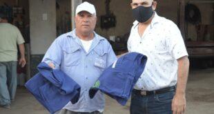 Makallé: el intendente Marcelo Angione entregó indumentaria de trabajo al personal municipal