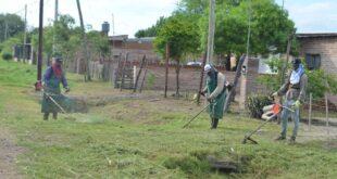 Makallé: personal municipal realizó trabajos de desmalezamiento en Villa Susana