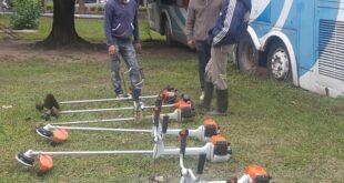 Makallé: el Intendente Marcelo Angione hizo entrega de Motoguadañas para reforzar el equipamiento del personal de limpieza