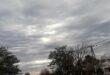 Otra mañana de mucho frío: se espera una máxima de 15°C y lloviznas para toda el día