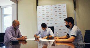 Makallé: el intendente firmó convenio con Lotería Chaqueña para construir una pileta para niños en el Natatorio Municipal
