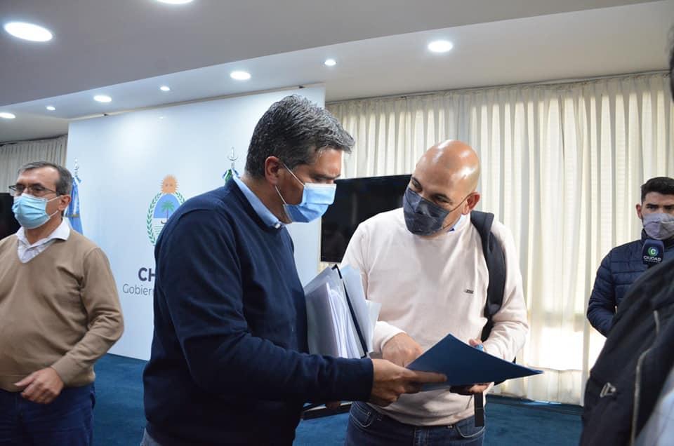 Política   El intendente de Makallé participó junto a otros jefes comunales oficialistas de una reunión con Capitanich