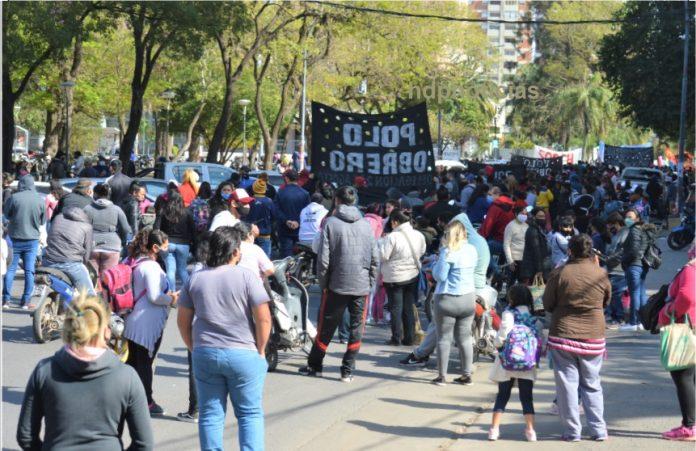 Resistencia  | Impresionante protesta piquetera en Casa de Gobierno